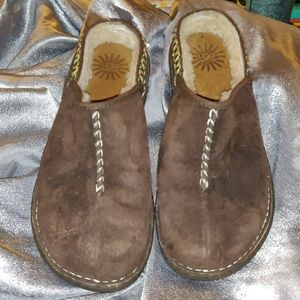 Ugh brown suede clogs 8